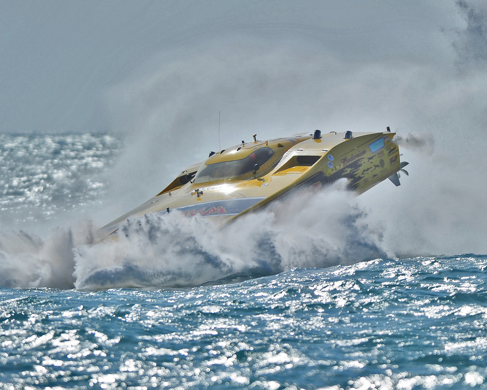 Nikon miami key west offshore racing team warpaint crash for Key west shore fishing